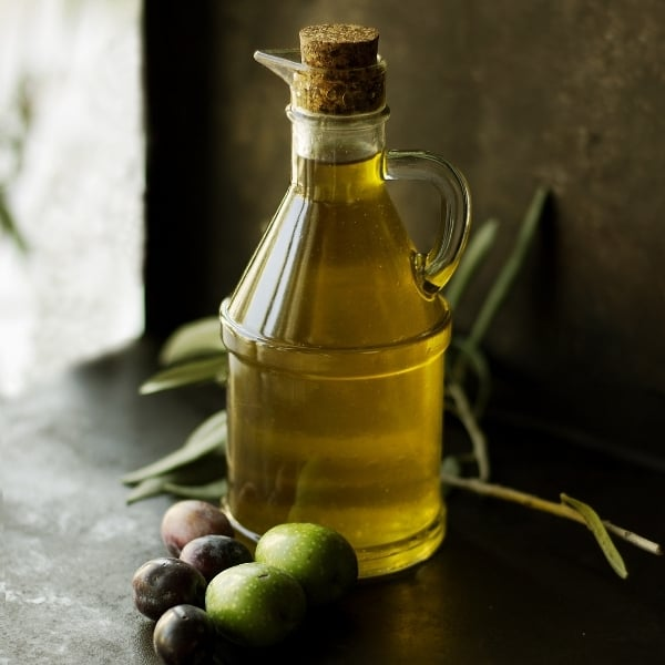 photo of bottle of olive oil with olives representing biancolilla extra virgin olive oil