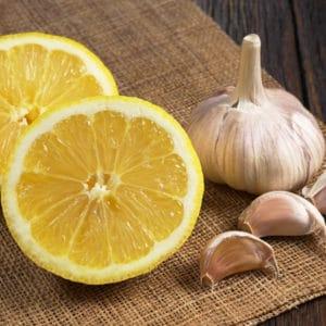 photo of lemons and garlic representing Milanese Gremolata olive oil